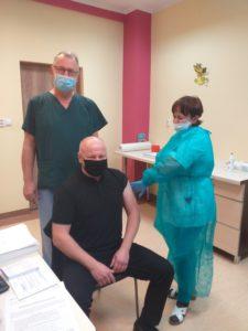 Pierwsze szczepienia przeciw COVID-19 wPowiatowym Centrum Zdrowia Sp. zo. o. zsiedzibą wLwówku Śląskim